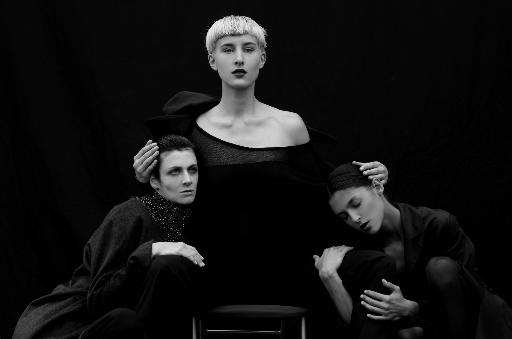 Schwarz-Weiss-Fotografie von Frauen: Styling Julian Dobener