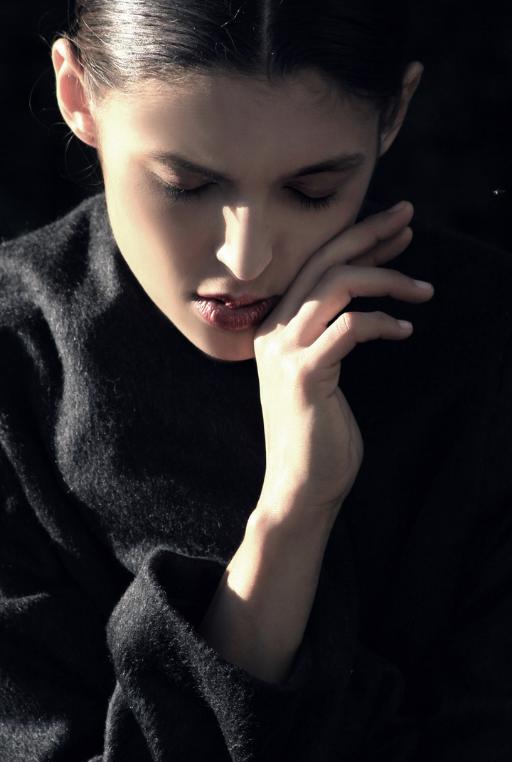 Detailaufnahme von Frau: Styling Julian Dobener
